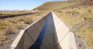Canal de riego trapezoidal