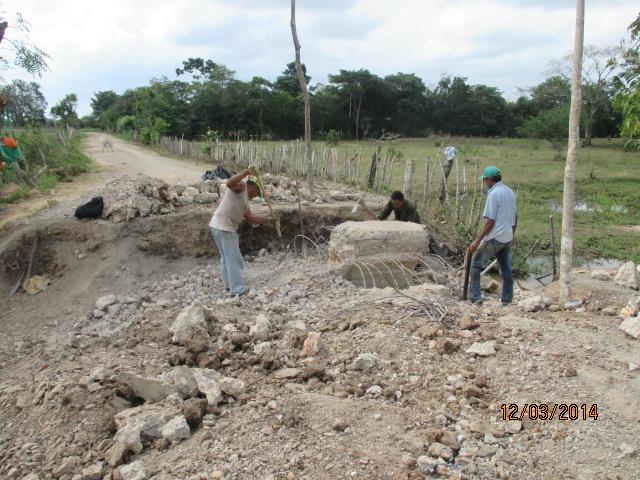 Demolición de alcantarilla con herramientas menores