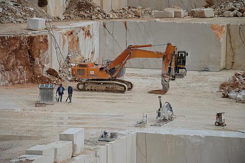 Excavación para edificaciones con Excavadora